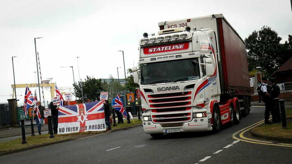 UK ireland johnson brexit trade