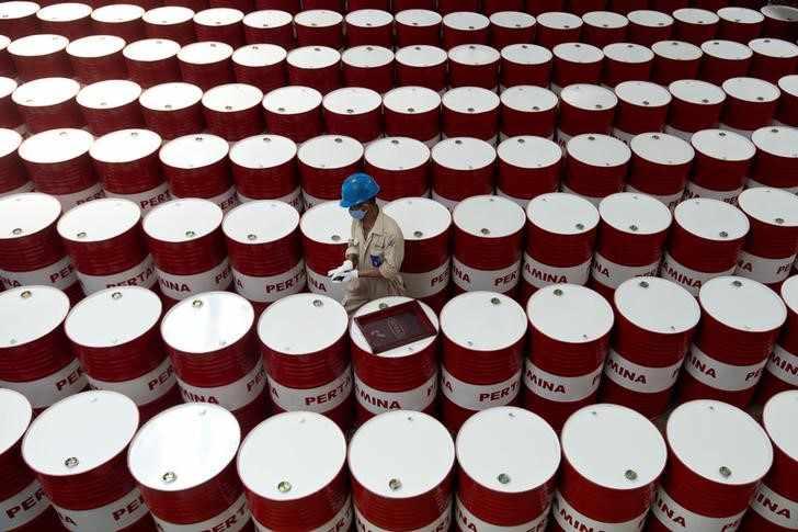 US crude oil stockpiles unexpectedly