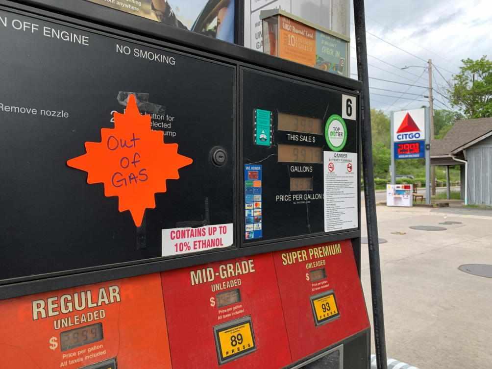 US oil stockpiles crude pipeline