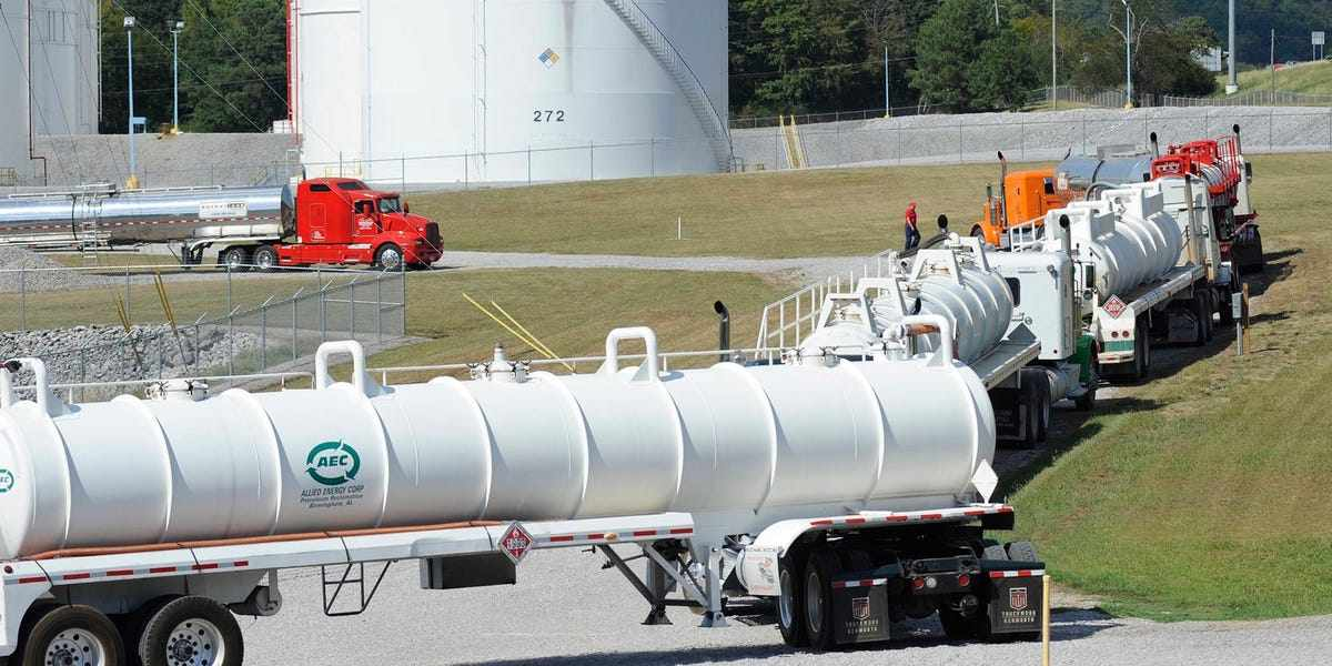 US pipeline fuel outages southeastern