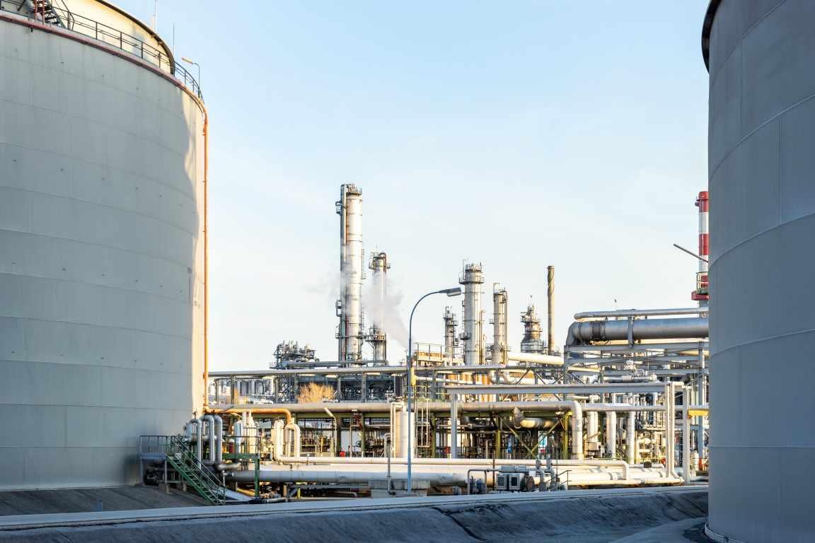 abu-dhabi futures oil rich crude