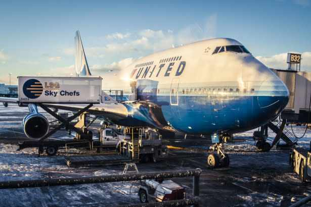 airlines earnings united april