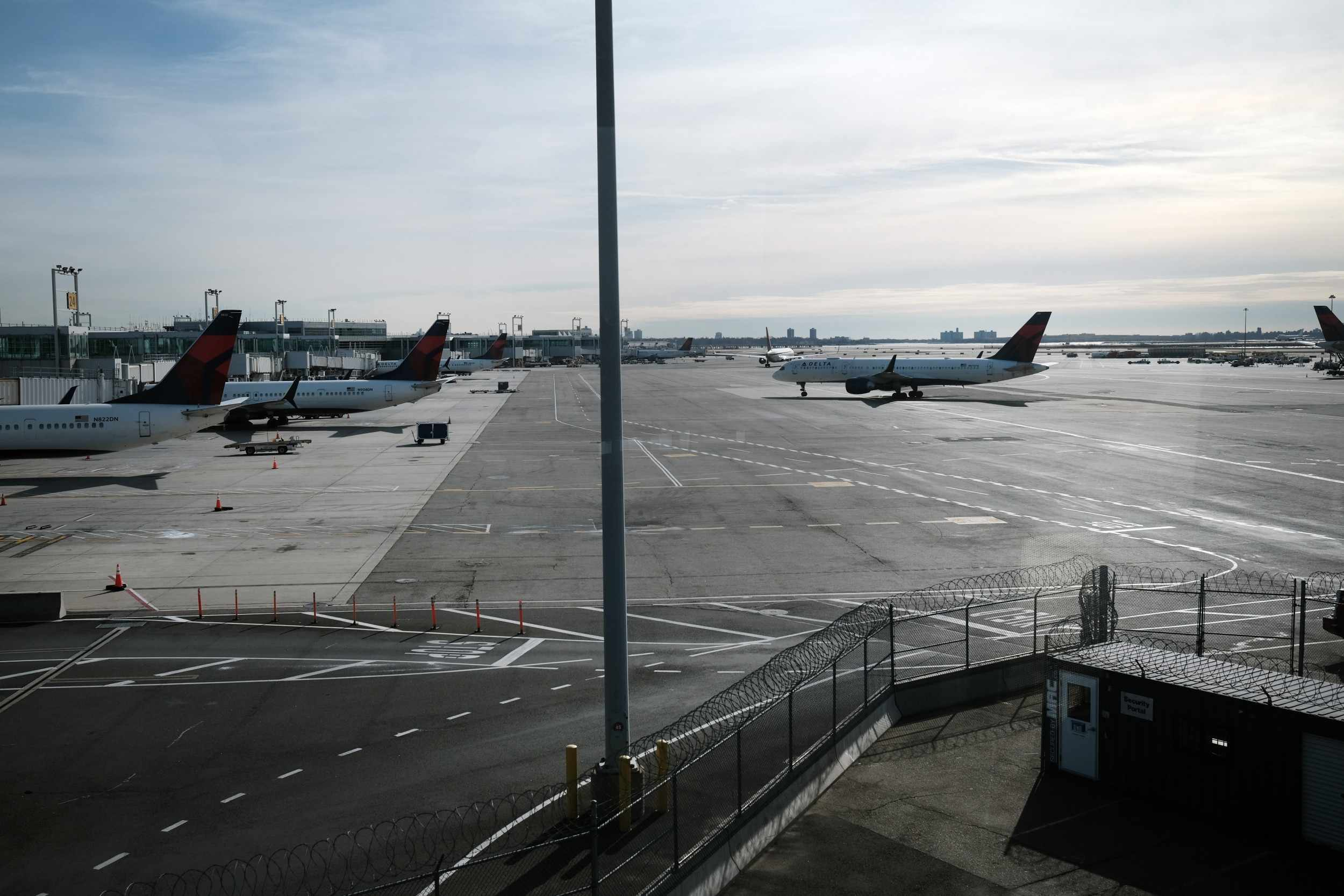 airlines outage check multiple airports