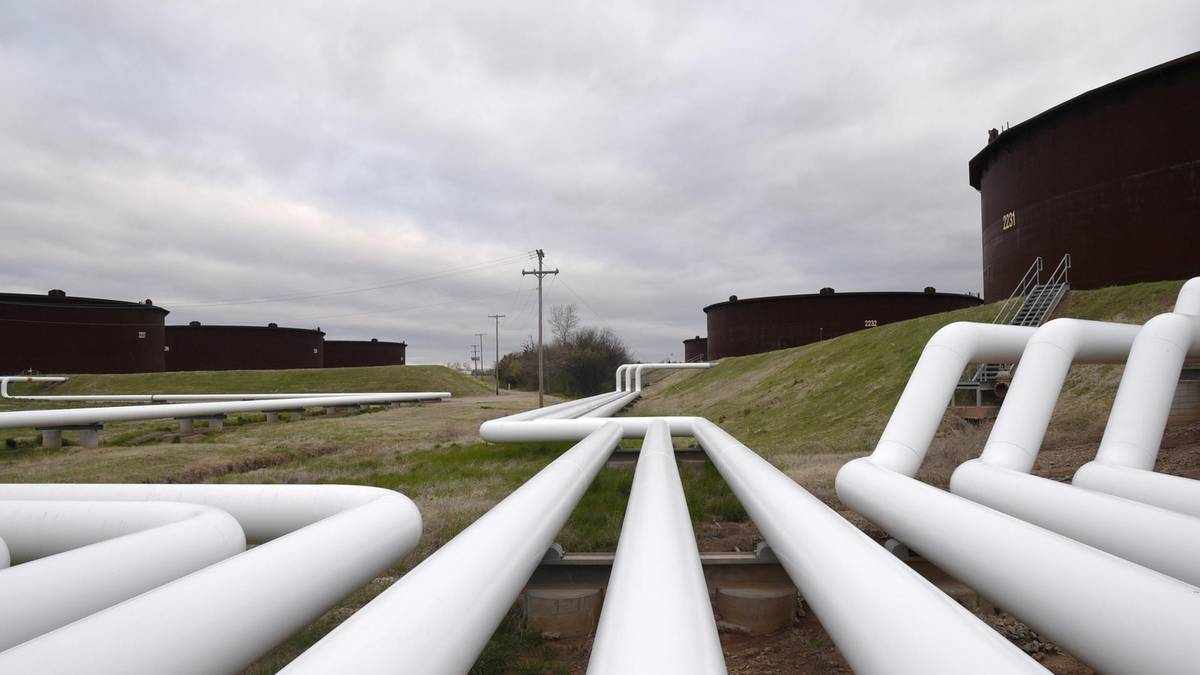 barrel oil crude benchmarks trading