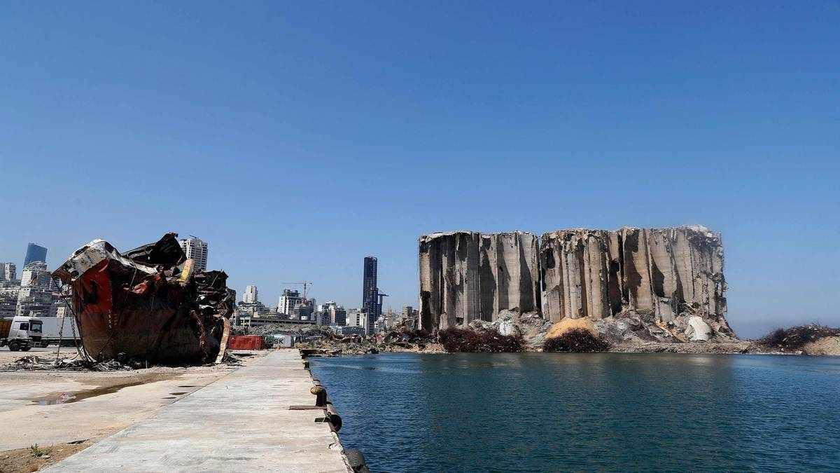 beirut blast lebanese mourning port