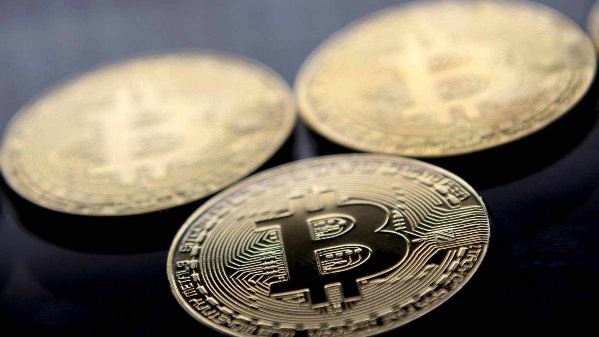 bitcoin wipes cent pbitcoin plunges