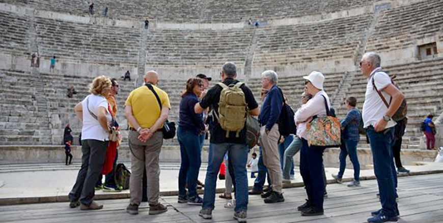 cent, tourism, tourists, revenues, compared,