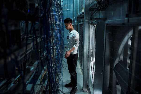 china, cracks, cryptocurrency, banning, transactions,