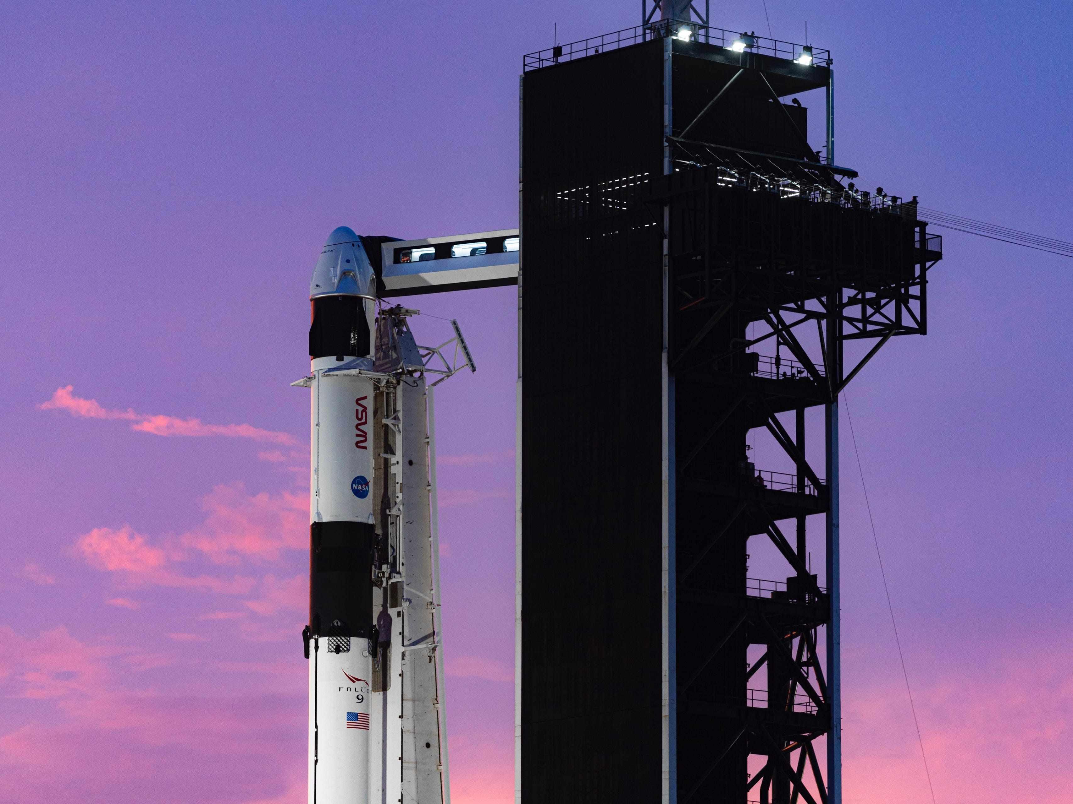 crew spaceship nasa spacex rocket
