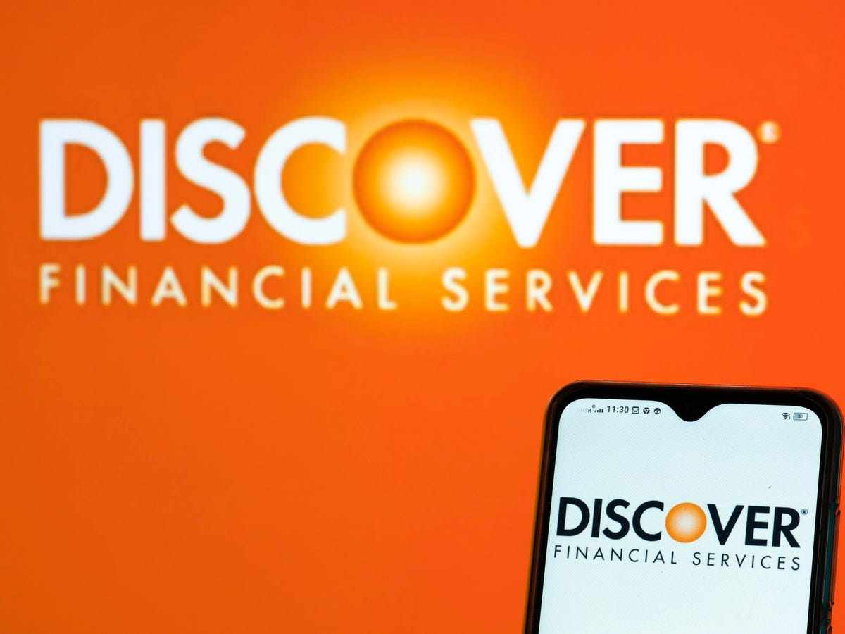 discover financial stock revenues interest