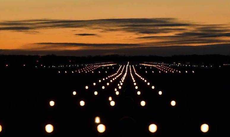 dubai airport runway planes aircraft