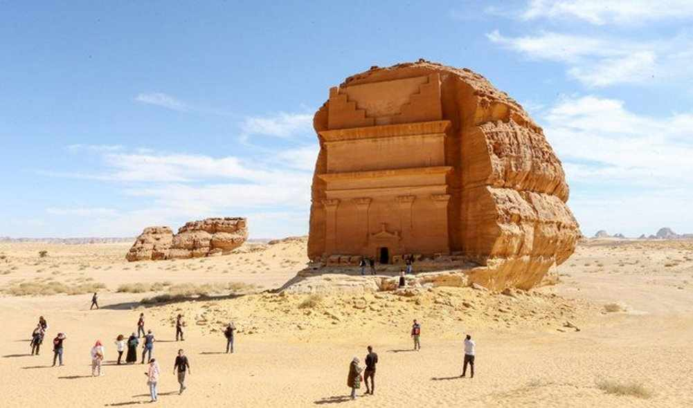 dubai saudi-arabia desert tour outfit