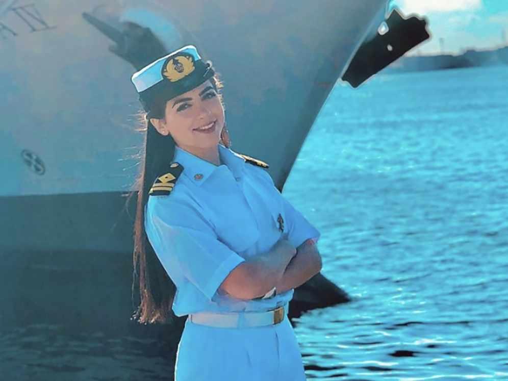 egypt oman ship woman smear