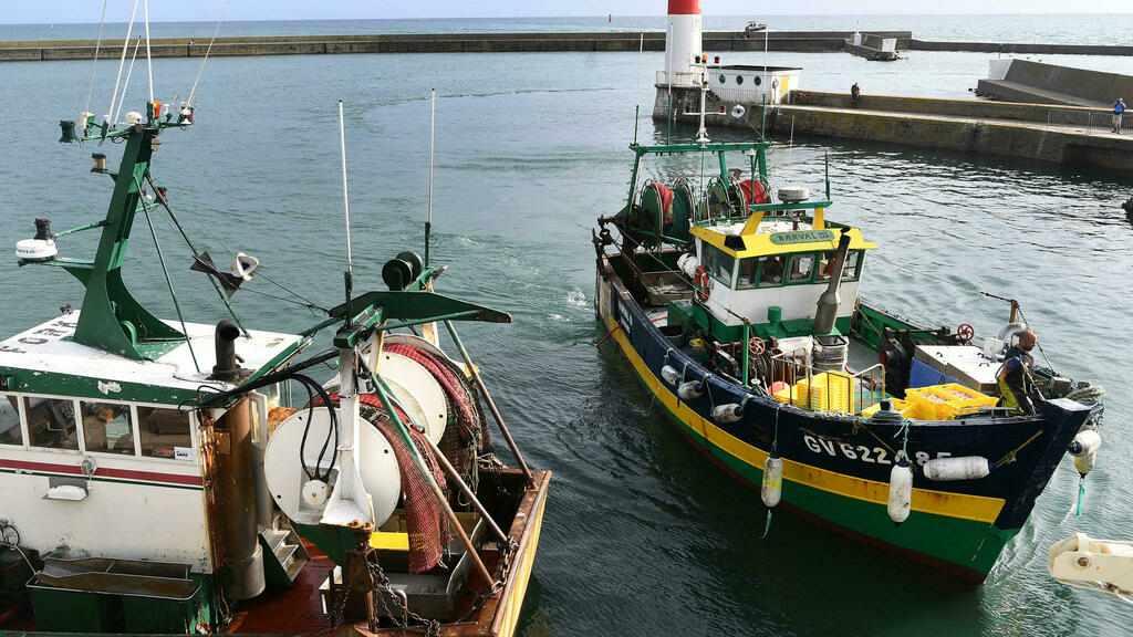 france, checks, customs, fishing, britain,