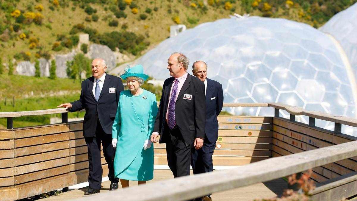 g7 leaders charm world summit