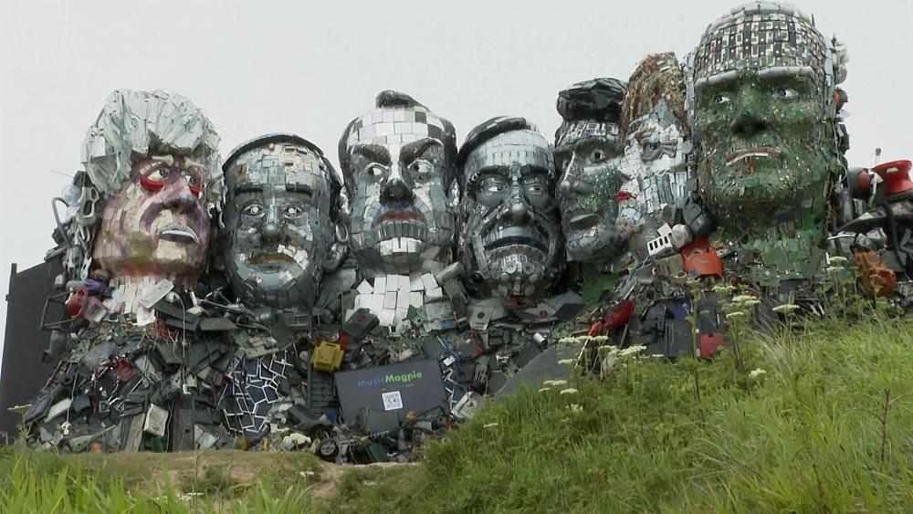 g7 waste leaders summit effigies