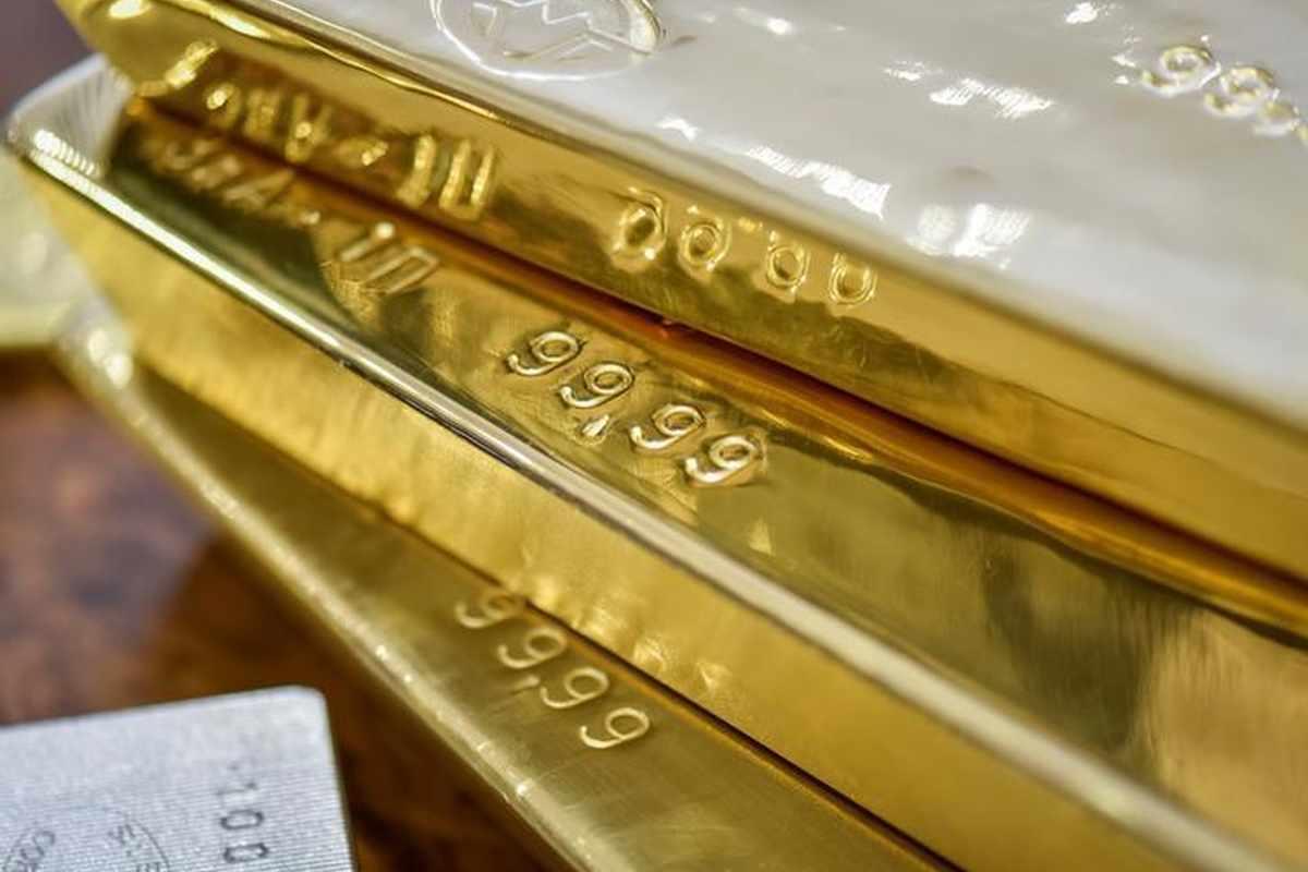 gold dollar buoyant slump yields