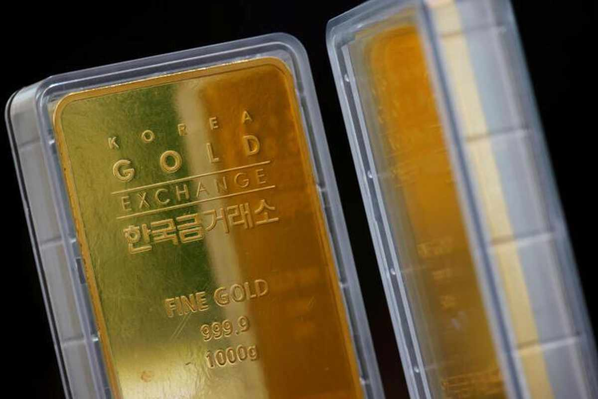 gold, gains, virus, buoy, appeal,