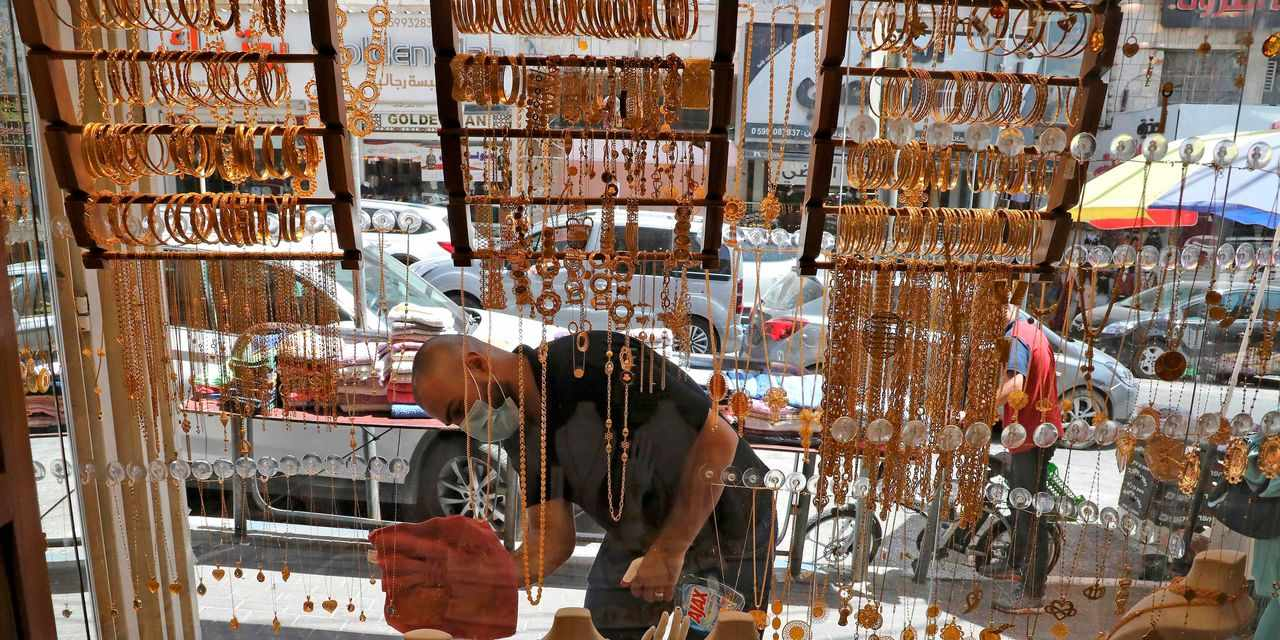 gold prices trade subdued dollar
