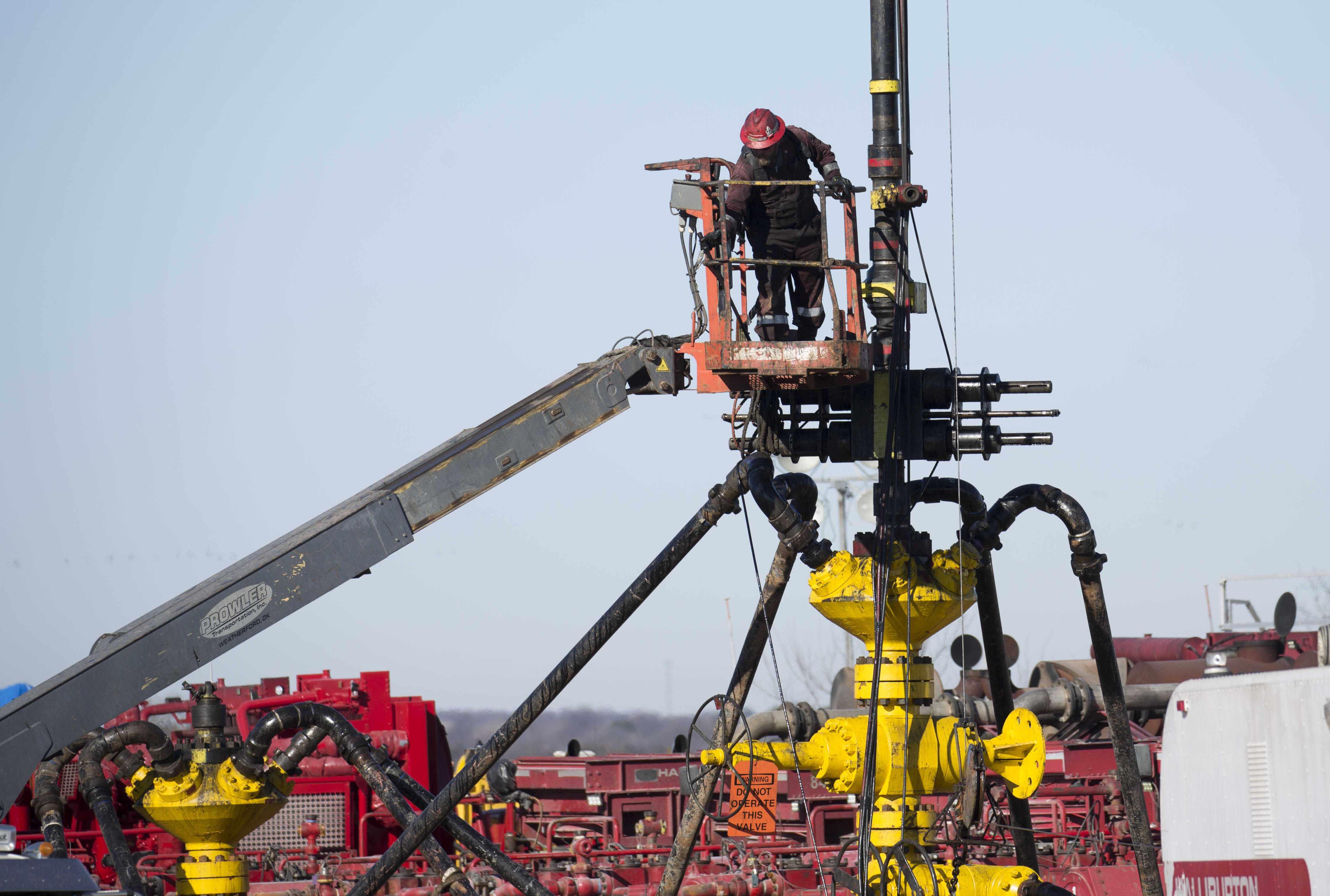 halliburton barclays oilfield stocks baker
