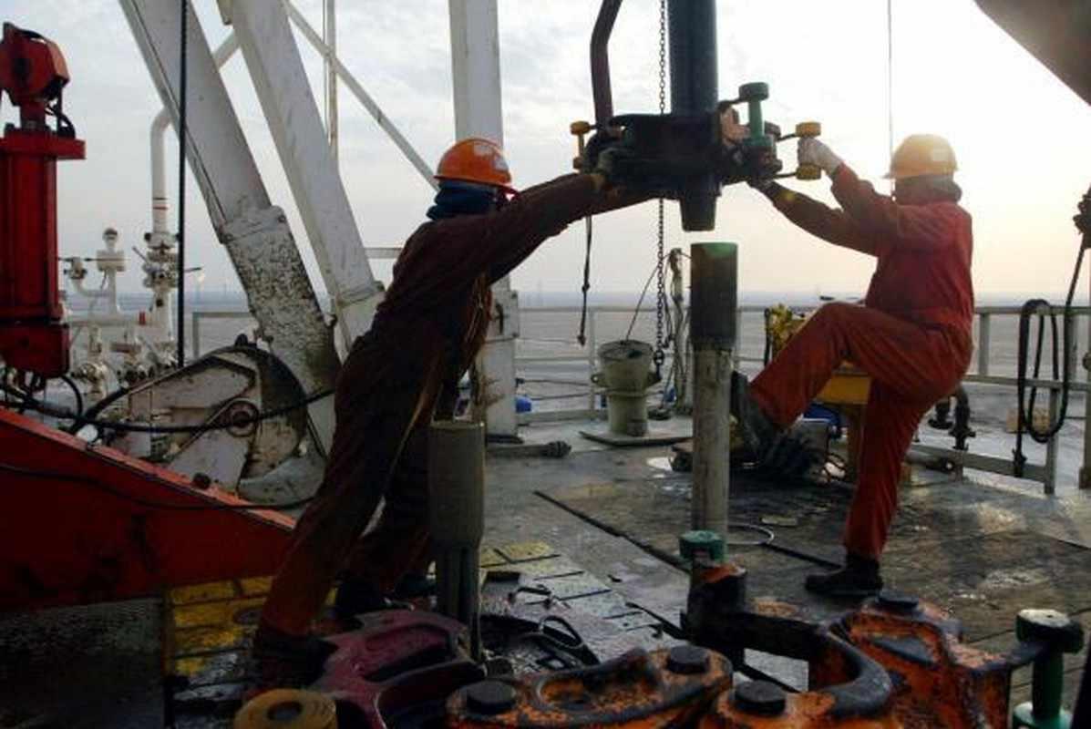 kuwait koc oil wells drill