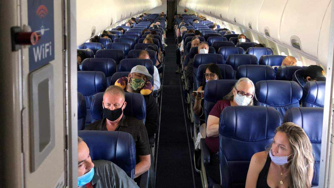 kuwait vaccinated quarantine passengers cases