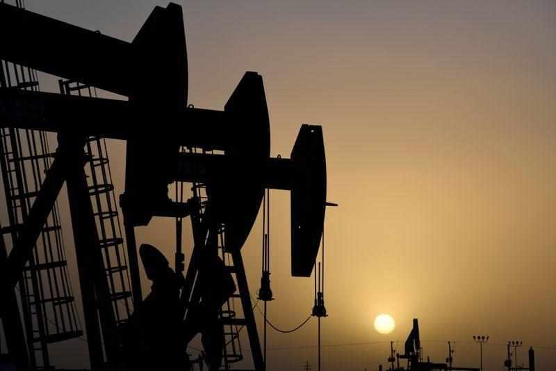 oil gasoline stocks expectations barrels