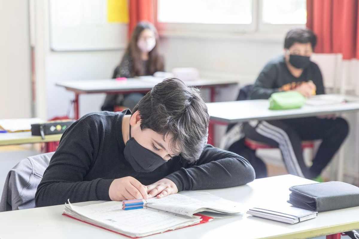 oman covid students schools