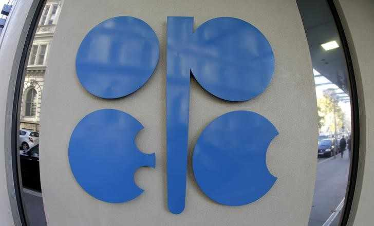 opec oil production declines bloomberg