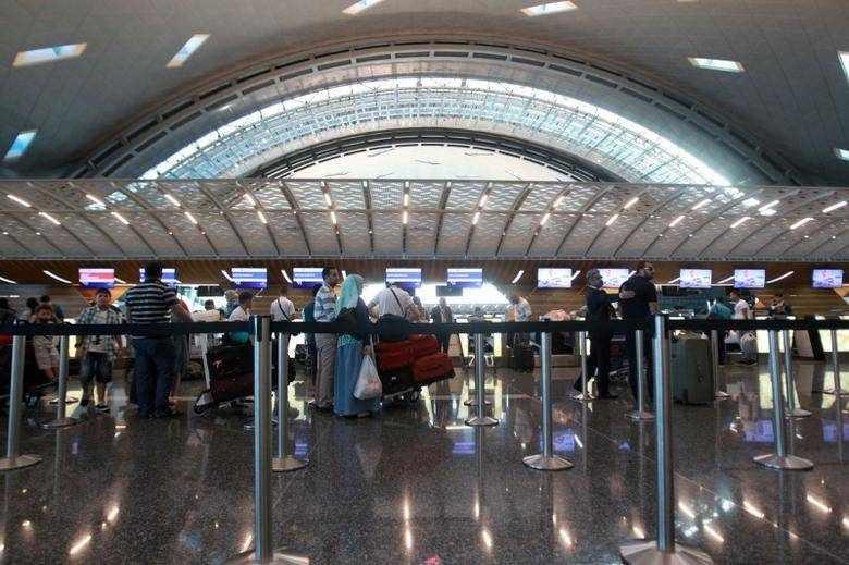 qatar stranded stopover destination expats
