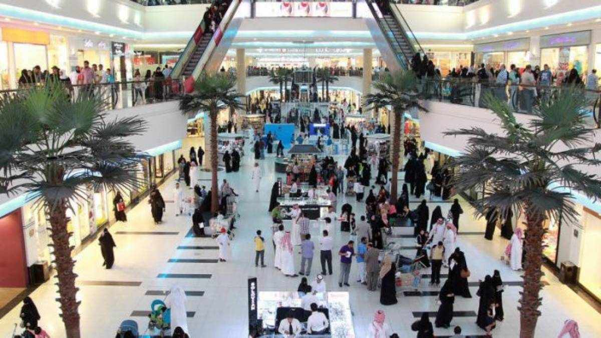 saudi, vaccinated, markets, people, malls,