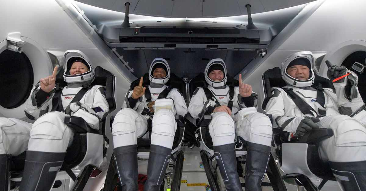 spacex astronauts space station