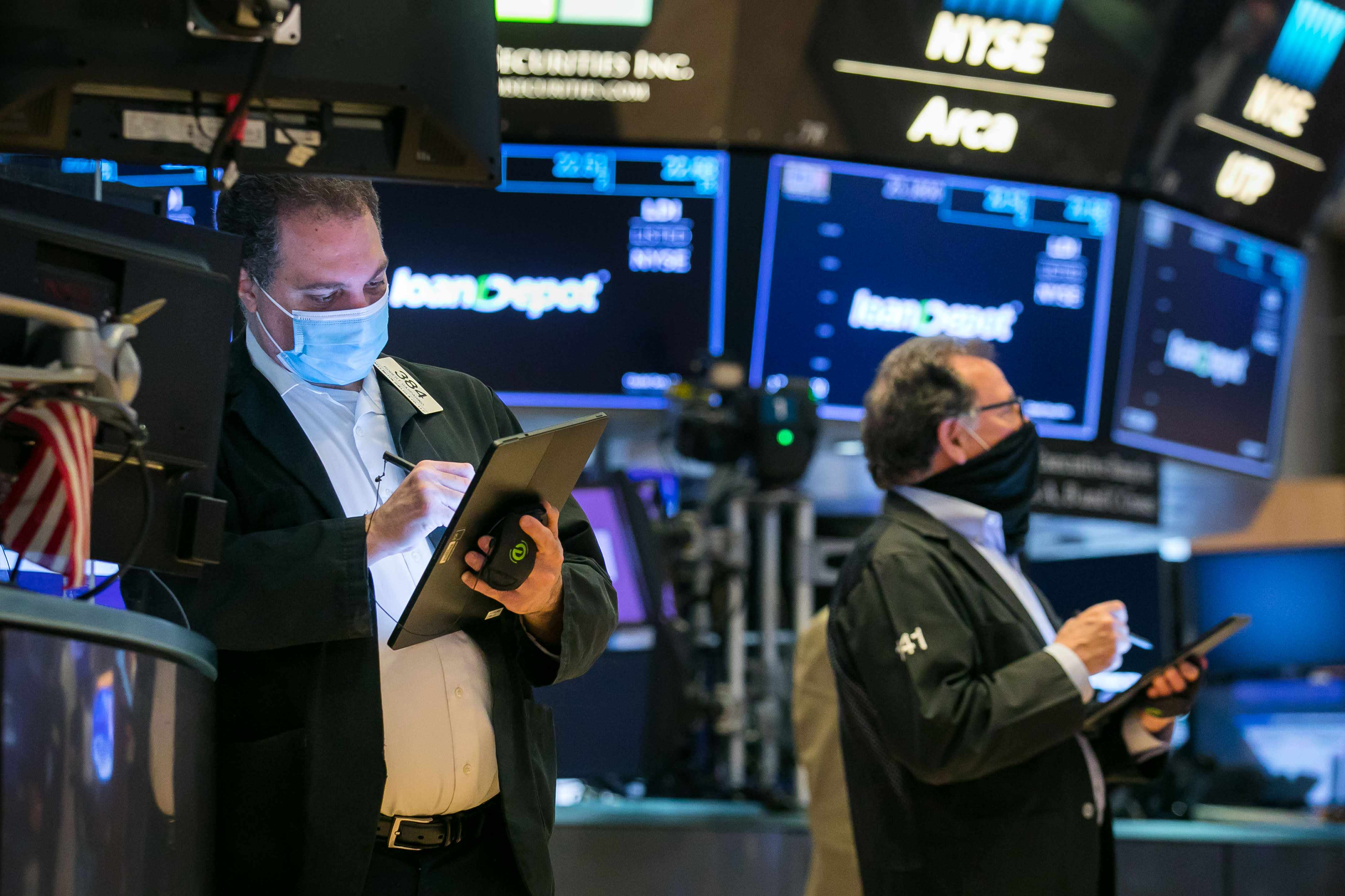 stocks hedge traders funds retail