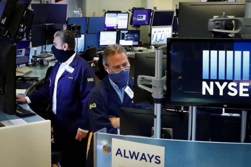 tech ends spending economy checks