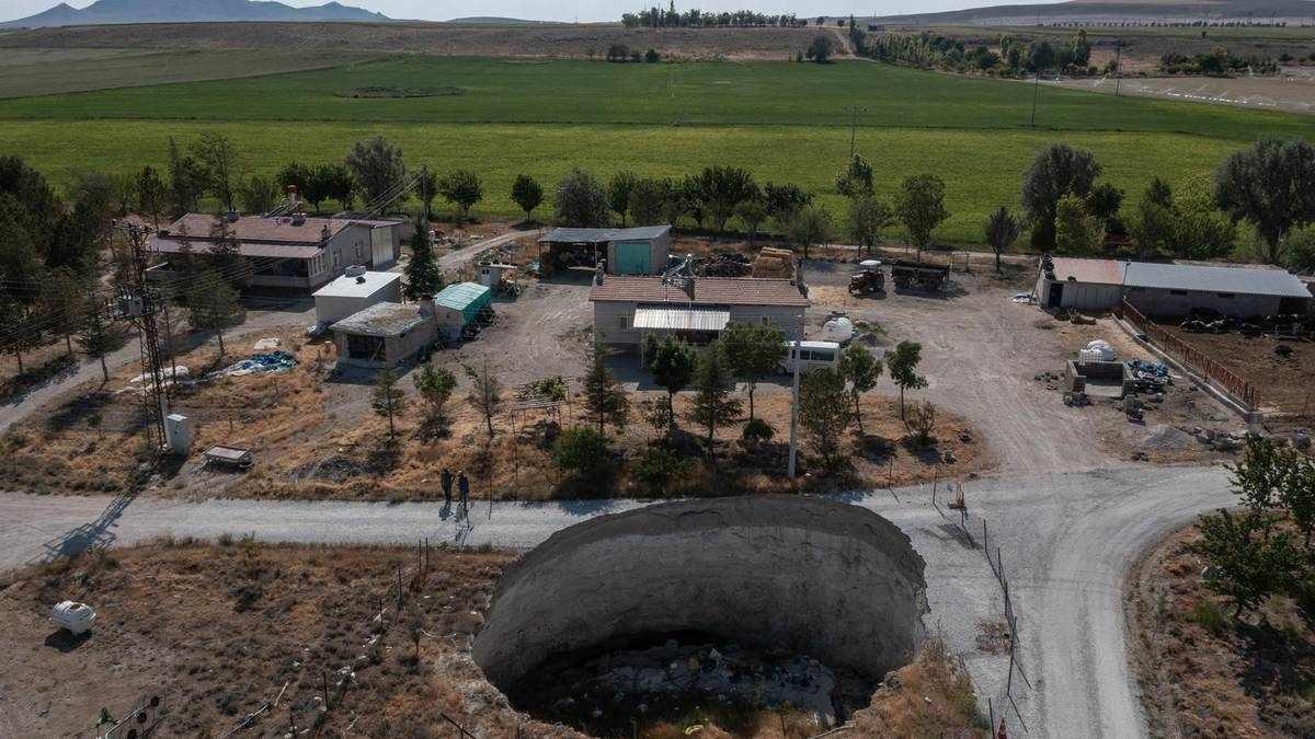 turkey karapinar sinkholes landscape sinkhole