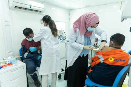 uae covid vaccination residents vaccine