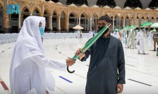 workers worshipers grand mosque umbrellas